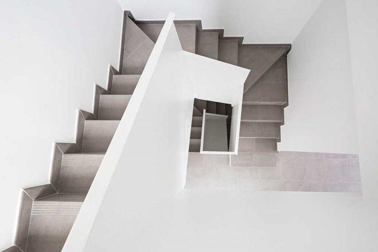 seis-galeria-escalera